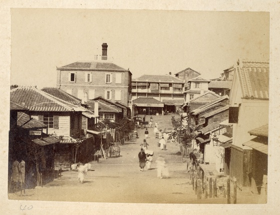 1896년 개항장 본정통과 대불호텔 모습. [사진 인천개항박물관]