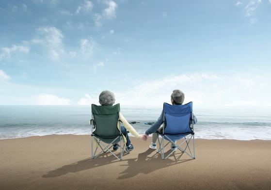 은퇴연령 부부들은 30, 40년 함께 살아왔음에도 불구하고 서로에 대해 모르는 것이 많다고 생각한다. [중앙포토]