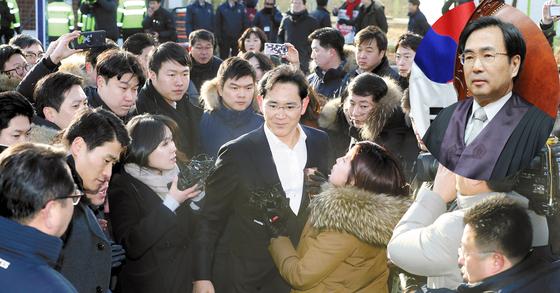 차한성 전 대법관(오른쪽 위 얼굴사진)이 이재용 삼성전자 부회장의 상고심 변호인단에 합류했다. [중앙포토]