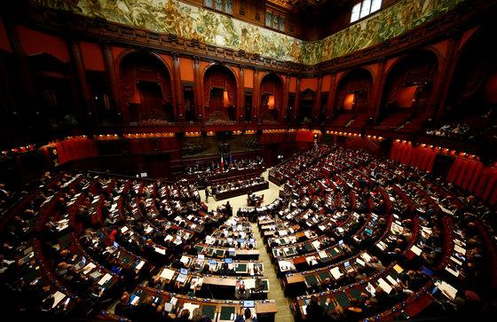 이탈리아 총선이 하루 앞으로 다가왔다. 유권자의 3분의 1이 부동층인 가운데, 누구의 승리도 장담할 수 없는 혼전 양상이다[로이터=연합뉴스]