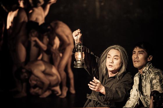연극 '단테의 신곡'에서 묘사된 지옥의 모습. [국립극장]
