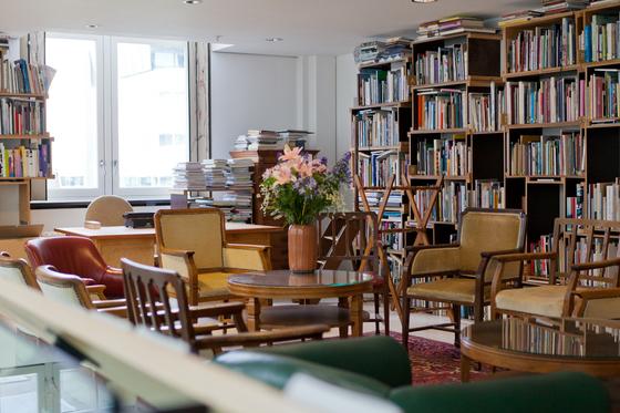 4층 도서관에는 8000권 이상의 예술서적이 있다. 최승표 기자