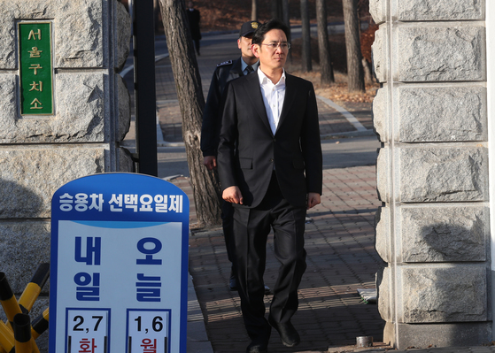 이재용 삼성전자 부회장이 지난 2월 5일 오후 서울구치소 정문을 나오는 모습.[중앙포토]