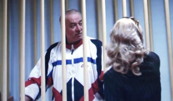 영국에서 알 수 없는 물질에 노출된 채 의식불명 상태로 발견된 전 러시아군 정보총국 대령 출신 세르게이 스크리팔이 2006년 모스크바 법정에 출두할 때 모습. [타스·AP·로이터=연합뉴스]