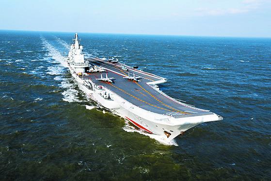 중국의 첫 항공모함인 랴오닝(遼寧)함 항모 전대 [사진 중앙포토]