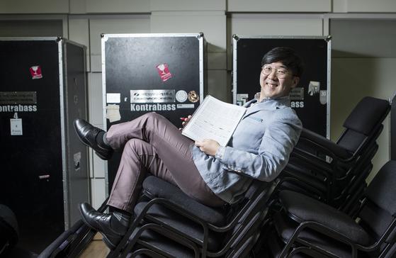 """""""늙어도 개구쟁이일 것 같다""""는 작곡가 김택수. 들으면 이해되고 웃음이 나오는 곡을 쓴다. 권혁재 사진전문기자"""