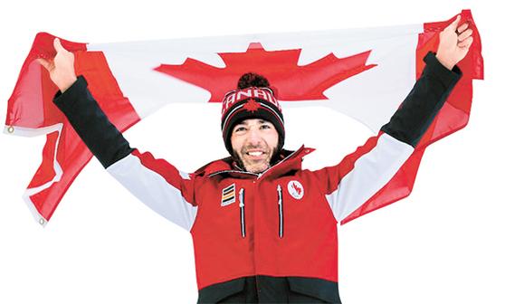 5회 연속 금메달을 꿈꾸는 매키버가 캐나다 국기를 들고 웃고 있다. [사진 캐나다 패럴림픽위원회]