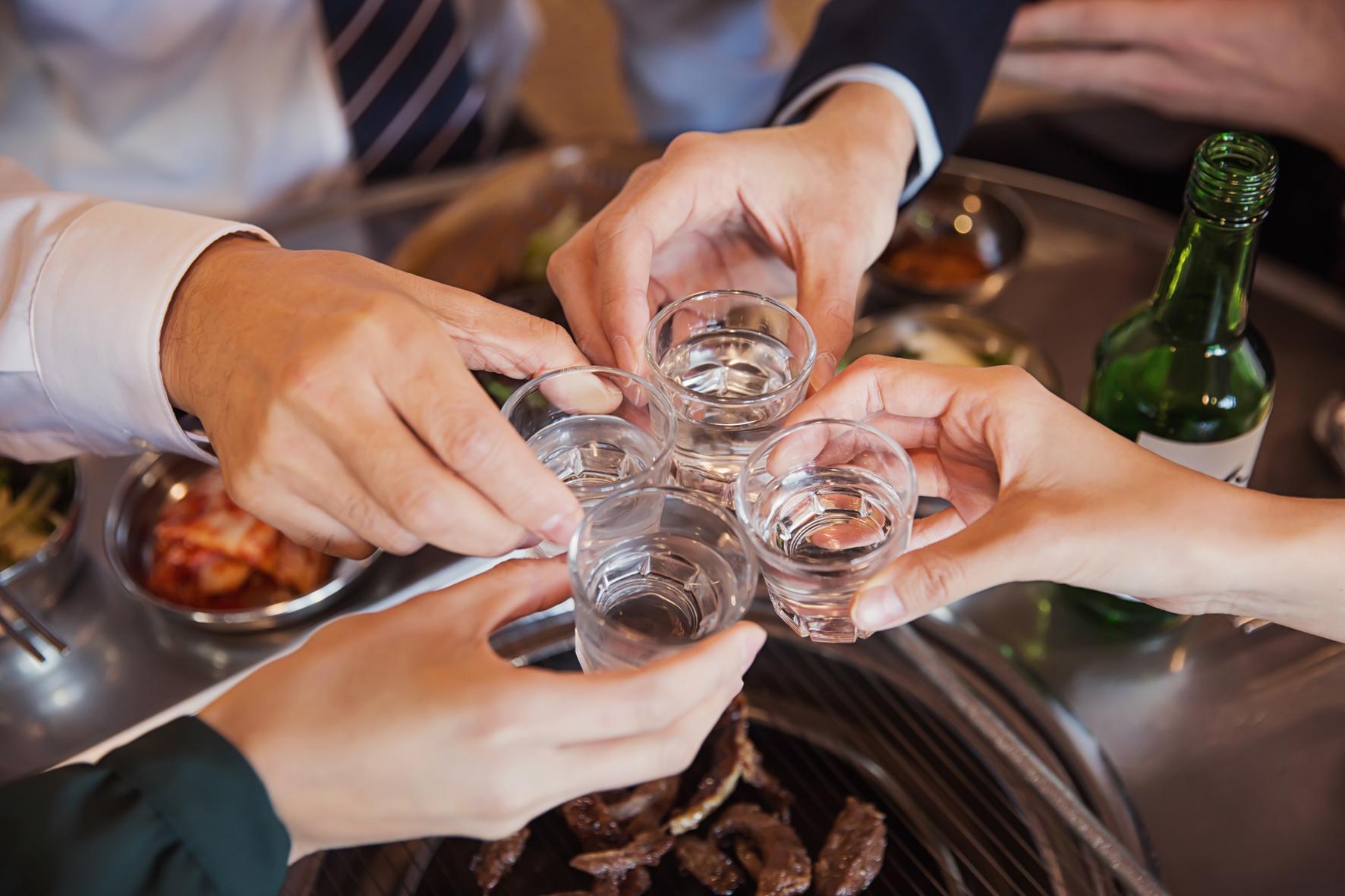 대학생은 다른 연령대보다 음주를 많이, 자주 하는 편이다. [중앙포토]
