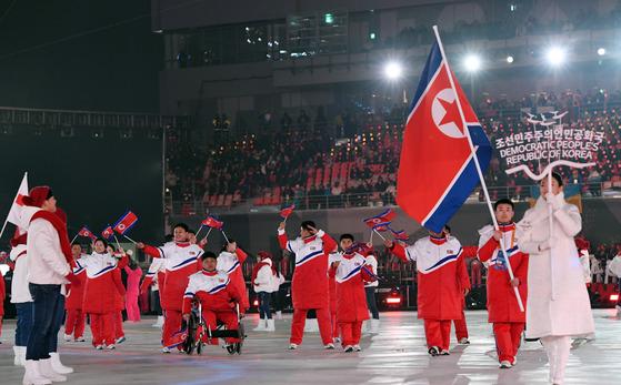 9일 오후 강원도 평창올림픽스타디움에서 열린 '2018 평창 동계패럴림픽(장애인올림픽)' 개회식에서 북한 선수단이 입장하고 있다.