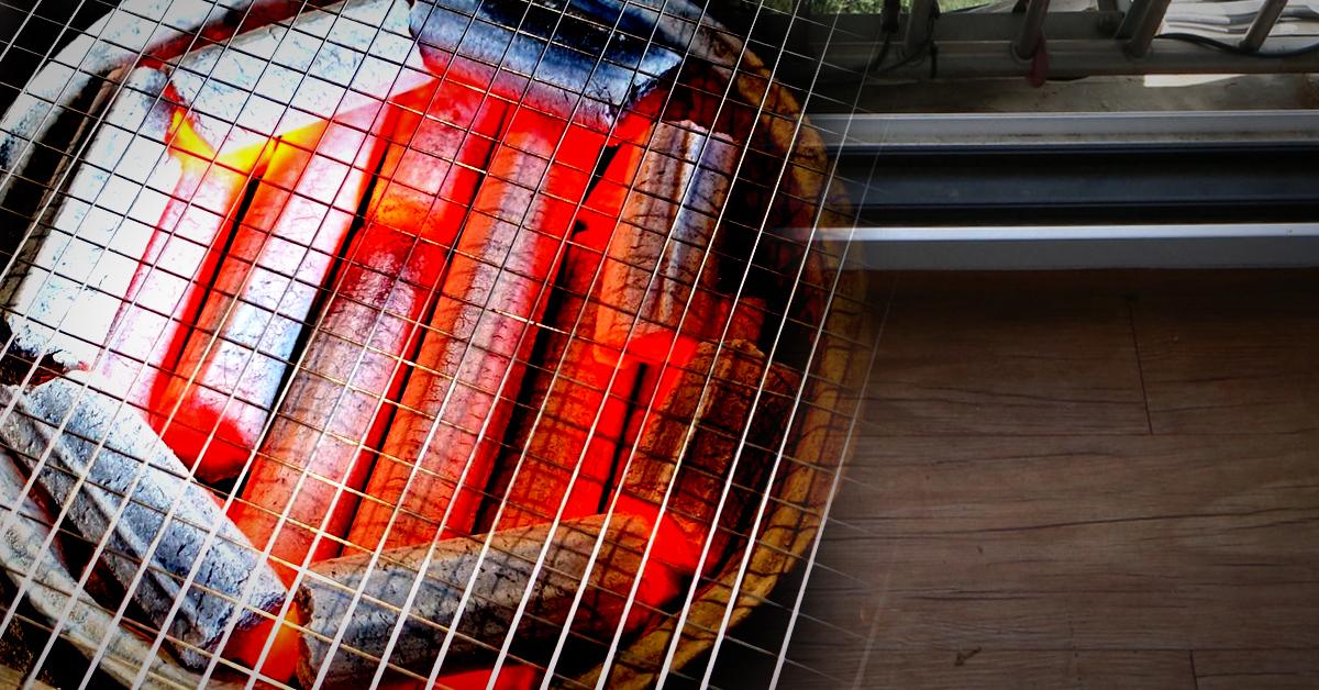 한 주민이 베란다에서 고기를 구워먹기 위해 숯불을 피웠다가 불을 냈다. [중앙포토]