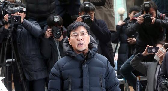 지난 8일 안희정 전 충남지사가 서울서부지검에 출두하고 있다. 최정동 기자