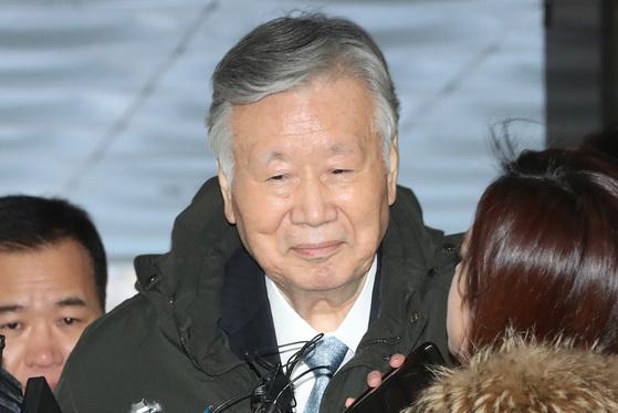 영장실질심사 출석하는 이중근 부영그룹 회장. [연합뉴스]