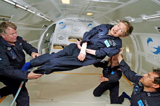 2007년 대서양 해상을 운항 중인 우주선에서 무중력 체험을 하고 있는 모습. [로이터=연합뉴스]