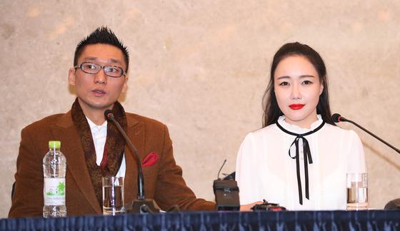팝 아티스트 낸시랭(오른쪽)과 남편 왕진진(왼쪽) [일간스포츠]