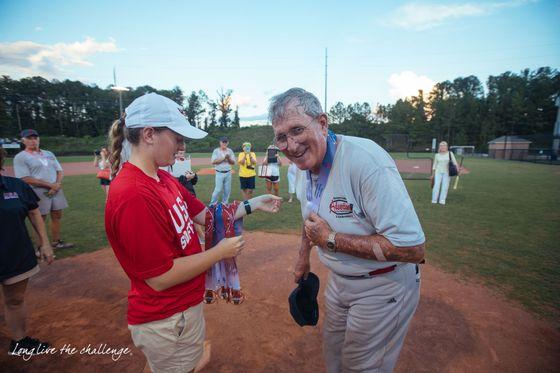 내쇼날 시니어 게임즈에서 한 선수가 메달을 받고 있다. [사진 National Senior Games Association 웹사이트]