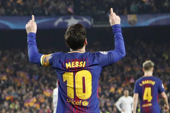 리오넬 메시가 첼시전 자신의 두 번째 골 직후 세리머니를 선보이고 있다. [AP=연합뉴스]