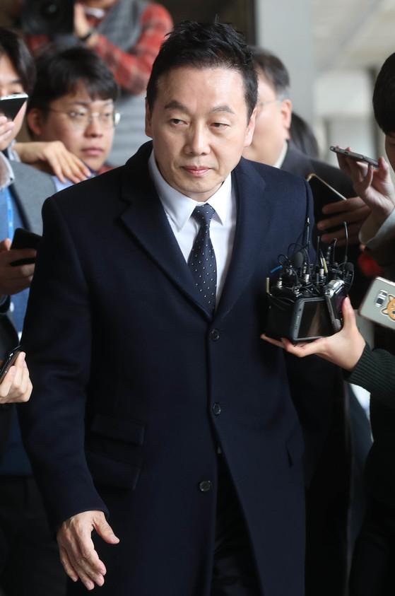 정봉주 전 의원이 13일 자신의 성추행 의혹을 보도한 언론사를 고소하기 위해 서울중앙지검에 출두하고 있다.