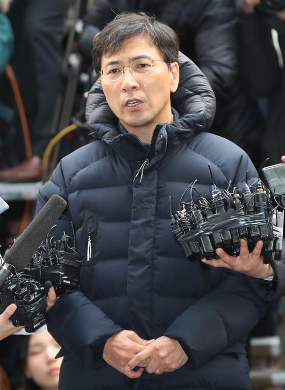 지난 9일 오후 서울 마포구 서울서부지검에 자진출석한 안희정 전 충남지사. [연합뉴스]