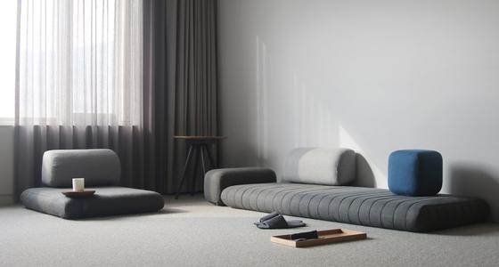 세계적인 디자인상인 iF 디자인 어워드 2018 가정용 가구 (Product-Home Furniture) 부문에서 본상을 수상한 '코리안 모던 보료'. 한국 양반가에서 쓰였던 보료를 현대적으로 재해석한 것이다. [사진 아름지기]