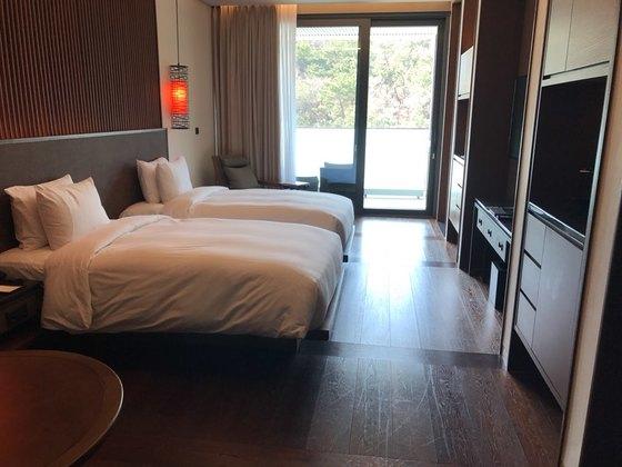 부산 힐튼 호텔 디럭스룸.