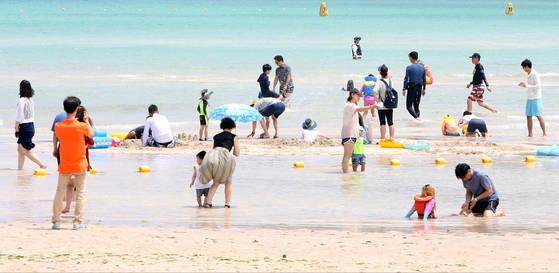 Gwakji Beach. Photo From Yonhap.