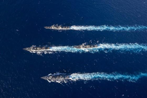 지난 14일 필리핀 근해에서 미국 해군과 일본 해상자위대가 연합훈련을 실시하는 모습 [미 해군]