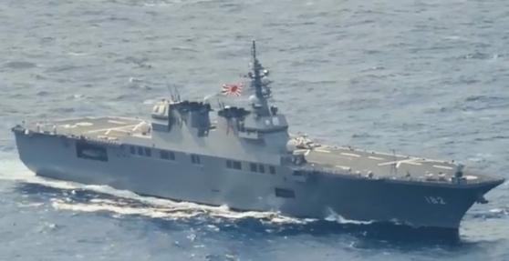 지난 18일 미 해군이 공개한 미일 연합 훈련에 참가한 일본 해상자위대의 휴우가급 강습상륙함 이세함(DDH-182 Ise) [칼빈슨 페이스북 동영상 캡처, 미 해군]