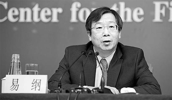 19일 중국 전국인민대표회의 표결로 이강(60) 인민은행 신임 총재가 선출됐다. 2002년부터 15년간 총재를 지낸 저우샤오촨 후임이다.
