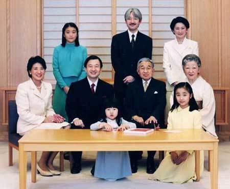히사히토 왕자가 태어나기 전의 일본 왕실 가족사진.