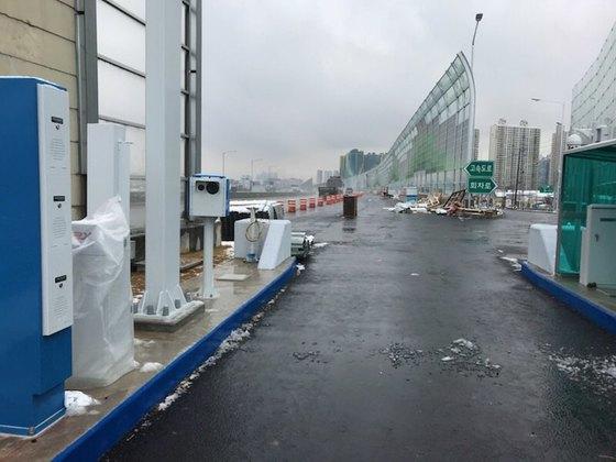 유천 하이패스IC 진입로. 고속도로와 회차로가 구분돼 있다. [사진 대구시]