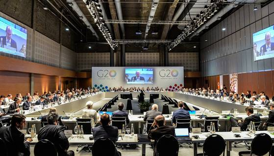 아르헨티나 부에노스아이레스에서 20일(현지시간)부터 이틀간 주요 20개국(G20) 재무장관, 중앙은행 총재 회의가 열렸다. 회원국들은 암호화폐에 대한 구체적인 규제안 마련을 오는 7월로 연기했다. [EPA=연합뉴스]
