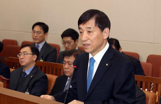 이주열 한국은행 총재가가 21일 국회에서 열린 인사청문회에서 모두발언을 하고 있다. 변선구 기자