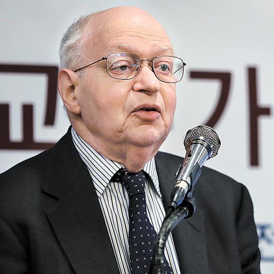 """마틴 펠드스타인 교수는 20일 오전 강연에서 '철강 관세에서 한국은 빠질 것""""이라 말했다. [뉴시스]"""