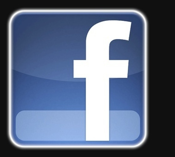방송통신위원회가 접속경로를 임의로 변경해 서비스 이용을 제한한 페이스북에 3억9600만원의 과징금을 부과했다. 사진은 페이스북 로고.