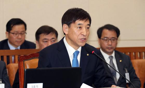 이주열 한국은행 총재 후보자가 21일 국회에서 열린 인사청문회에서 답변하고 있다. 변선구 기자