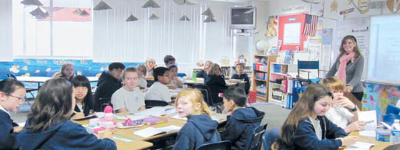 어바인의 알리소 비에호 중학교에서 공부하는 학생들.