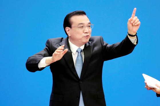 20일 중국 베이징 인민대회당에서 열린 전국인민대표대회 폐막 기자회견에서 발언을 하고 있는 리커창 중국 총리. [로이터=연합뉴스]