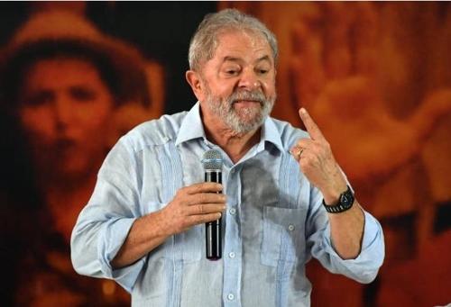 룰라 전 브라질 대통령이 10월 대선을 앞두고 정치 투어를 펼치고 있다. [브라질 일간지 폴랴 지 상파울루]