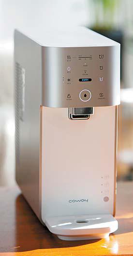 혁신 기술이 적용된 대표 제품 '마이한 뼘 정수기 IoCare(제품명 : CHP-482L)'.
