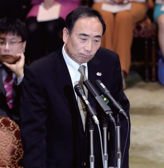 아키에 스캔들의 핵심 인물인 가고이케 야스노리 모리토모 학원 전 이사장이 지난해 일본 도쿄 국회 청문회에서 증언하고 있다.[중앙포토]