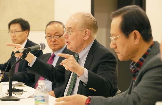존 미어샤이머 미 시카고대 교수가 22일 서울 서소문로 N빌딩에서 재단법인 한반도평화만들기가 주최한 강연에 참석해 발언하고 있다. [오종택 기자]