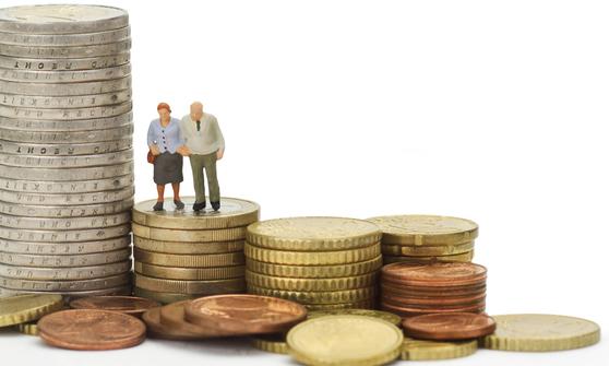 투자를 할 때는 고도의 지식과 경험이 필요하기 때문에 옆에서 지속적으로 관리해줄 주치의가 필요하다. [중앙포토]