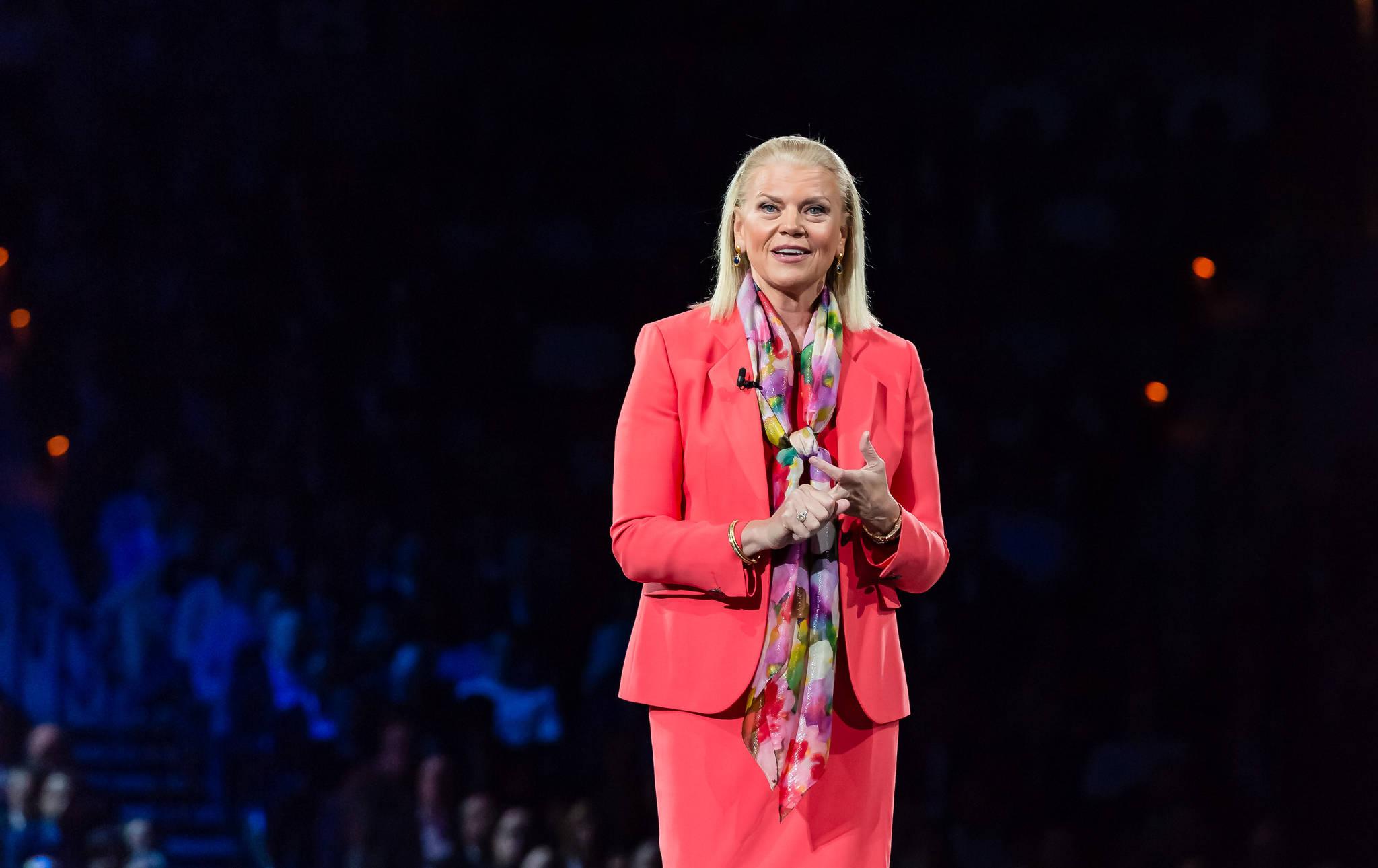 지니 로메티 IBM CEO가 20일(현지시각) 미국 라스베이거스에서 개막한 IBM '씽크 2018' 컨퍼런스에서 발표하고 있다. [사진 IBM]