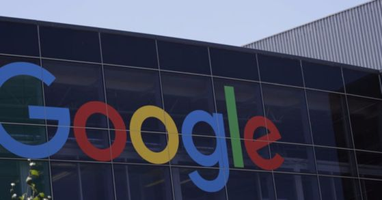 미국 캘리포니아에 있는 구글 본사건물에 부착된 구글 로고. [AP=연합뉴스]