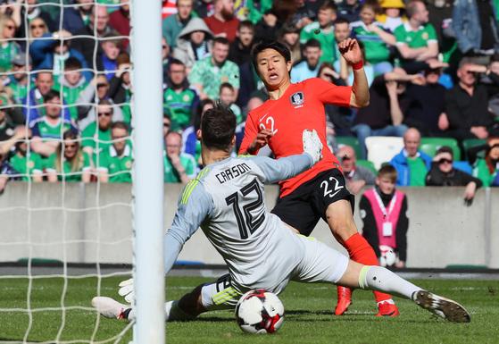 24일(현지시간) 영국 벨파스트 윈저파크경기장에서 열린 북아일랜드 평가전에서 한국의 권창훈이 선제골을 넣고 있다. [벨파스트=연합뉴스]