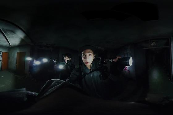 '곤지암'은 기동성 좋은 다양한 카메라를 활용, 스포츠 중계 하듯 현장감을 부각했다. [사진 쇼박스]