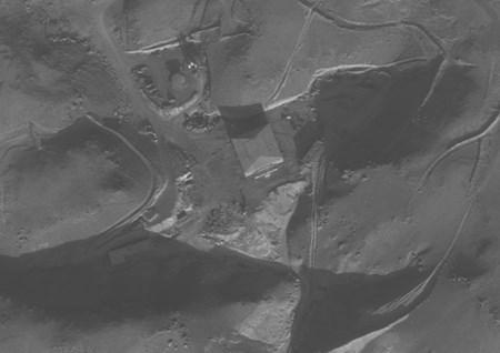 시리아가 북한의 도움을 받아 몰래 건설한 원자로를 2007년 9월 5일 이스라엘이 '상자 밖 작전'으로 파괴했다(가운데). 아래쪽 사진은 작전 후 시리아 비밀 원자로. [사진 이스라엘 방위군]