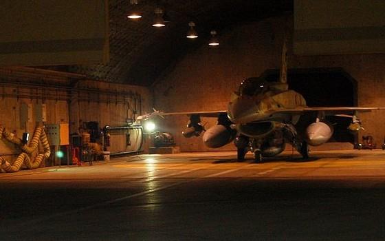 '상자 밖 작전'에 투입된 이스라엘 공군의 F-16 전투기가 이륙을 준비하고 있다. [사진 이스라엘 방위군]
