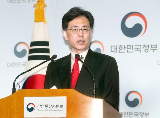 김현종 통상교섭본부장이 26일 한·미 자유무역협정(FTA) 개정 협상 결과를 발표하고 있다. [최정동 기자]