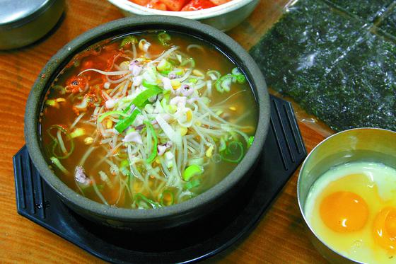 전주 콩나물국밥. [중앙포토]